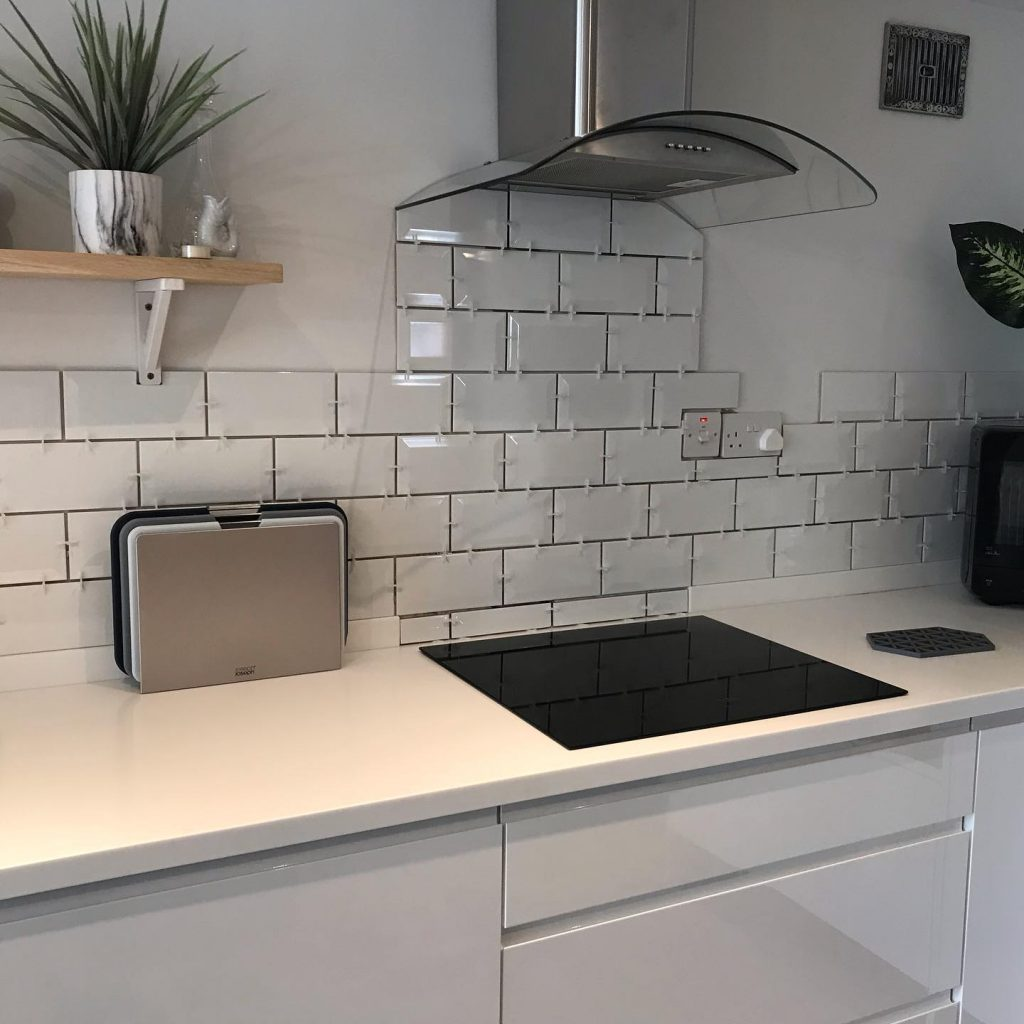 Phần giá đỡ của Bộ 3 Thớt Nhựa Joseph Joseph 60147 Index được thiết kế nhỏ gọn, tiết kiệm không gian bếp một cách tối giản nhất